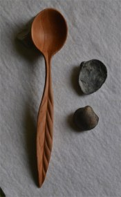 pear-wood spoon (root and leaf)